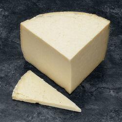 Cantal AOP Entre deux au lait cru U SAVEURS, 30% de MG