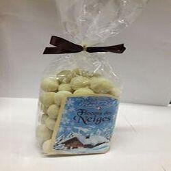 """Chocolat """"Flocons des Neiges"""" Céréales croustillantes biscuitées enrobées de chocolat Blanc CHOCOLATERIE DU MONT BLANC 120g"""