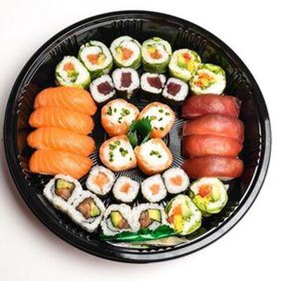 COLOR BOX 36 pièces: 4 maki thon, 4 maki saumon, 4 california saumon, 4 california masago, 4 verde saumon, 4 verde végétarien, 4 snowroll saumon, 4 sushi saumon, 4 sushi thon
