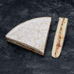 Brie fourré aux tomates séchées et olives, à partir de brie de Meauxau lait cru