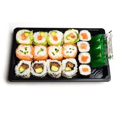 ROLLS MIXTE TOUT SAUMON 16 pièces : 4 maki saumon, 4 verde saumon, 4 snow roll saumon fromage, 4 california saumon