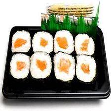 MAKI SAUMON, 8 pièces de maki saumon, sauce soja, gingembre et wasabi.