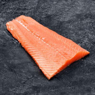 Filet de saumon Atlantique, Salmo salar, calibre 800g/+, élevé en Ecosse