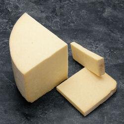 Cantal  AOP jeune au lait pasteurisé , 28% de MG