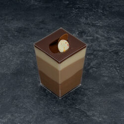 Verre carré tiramisu fraise/framboise décongelé, 1 pièce, 80g