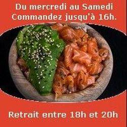 Chirashi Chirashi (10 lamelles de poissons monté sur riz vinaigré), Tartare de saumon avocat huile de sésame ciboulette SUSHI MONT BLANC