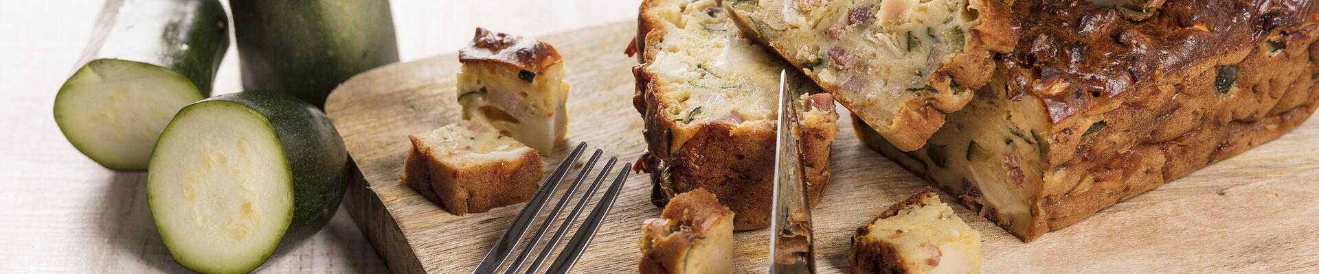 Cake courgettes, lardons et chèvre