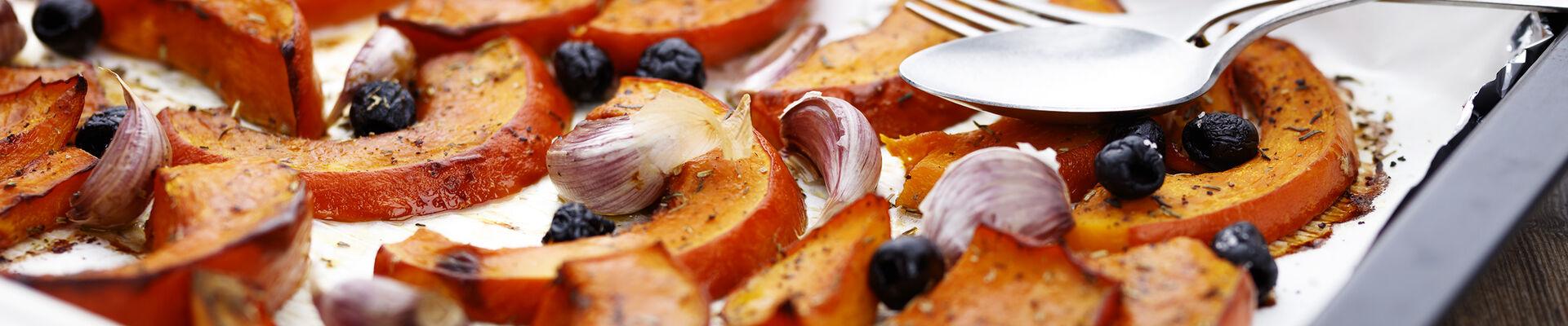 Potiron au four à l'ail et aux olives