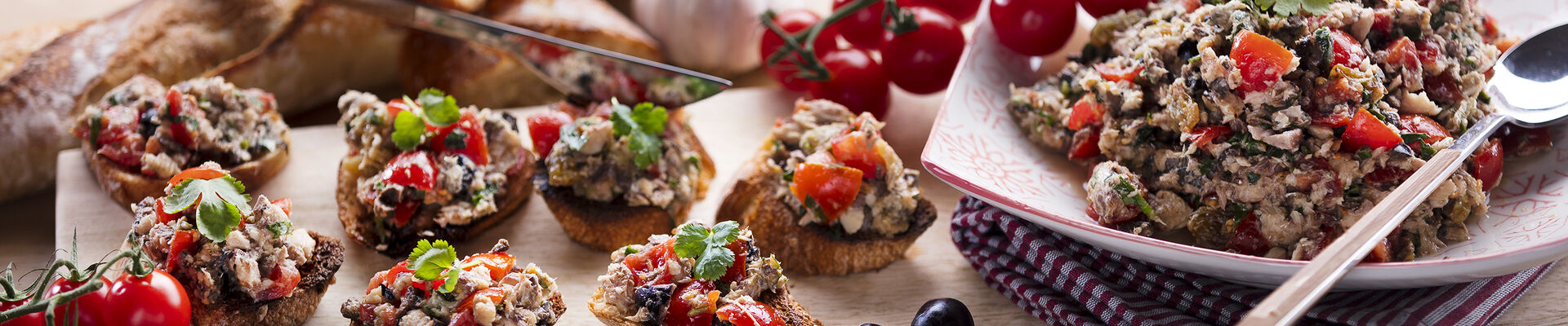 Bruschettas tomate sardine
