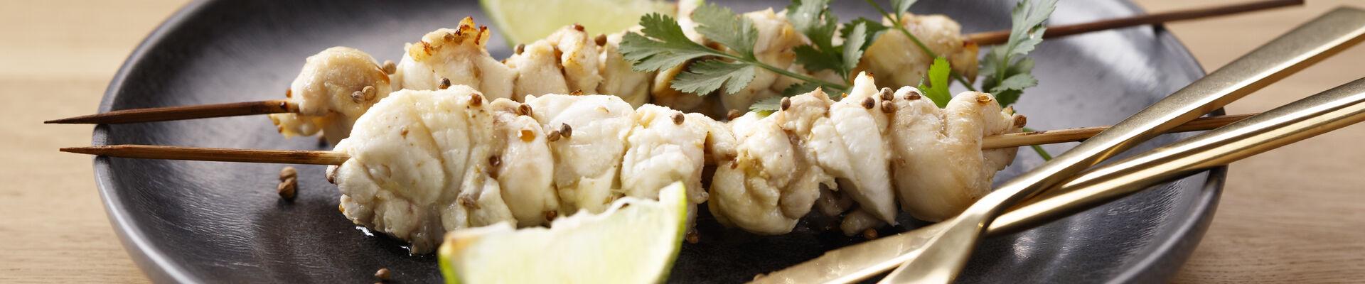 Brochettes de lotte marinées au cumin et à la coriandre