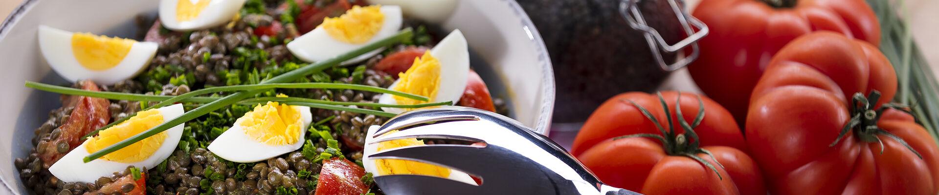 Salade de lentilles aux œufs et aux tomates