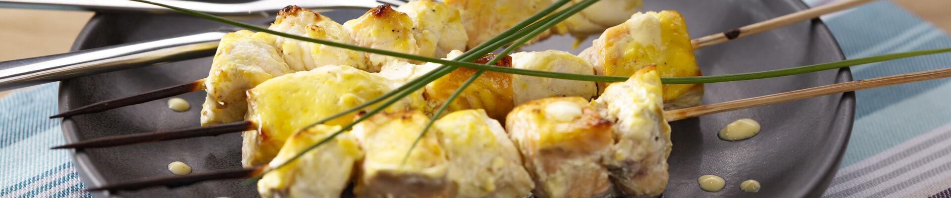 Brochettes de lotte et saumon, marinade au safran