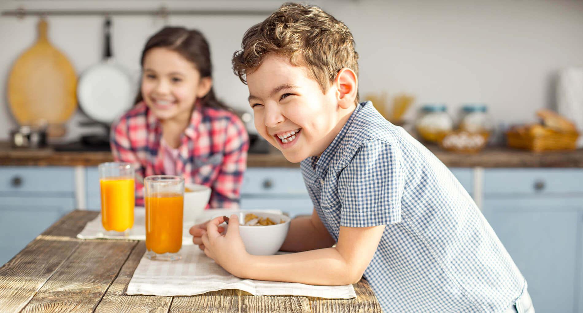 Enfants à tables